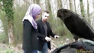 free porn Sarah AbdelKhader suce son mec dans la voiture Beurette Tour