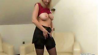 Mature Lesbian Sex in 69 Pose