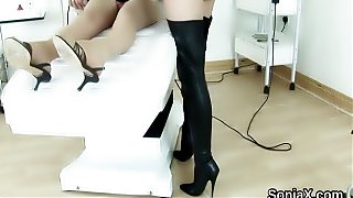 Cheating british mature lady sonia pops out her