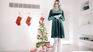 Mature stepmom knows what is the best present for xmas