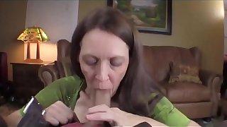 MOMSEX50.COM: сын трахает все дыры своей уродливой матери