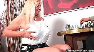 Slutty grandma Venus sucks cock and gets a mouth full of cum