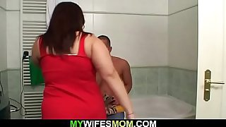 Cheating sex with busty mom in the bath
