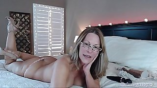 Sexiest Mom gets wild On Web Cam Show