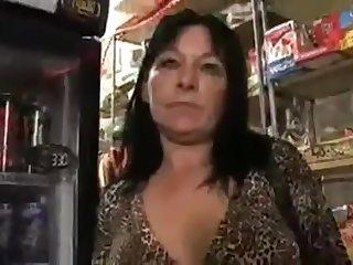 Anya fia sex a boltban